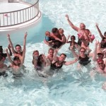 Vacanciers dans la piscine du Camping le Sabia